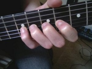 ویبراتو با انگشت چهار
