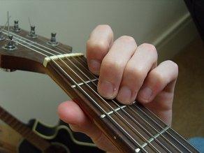 نحوه انگشت گذاری آکورد A مینور